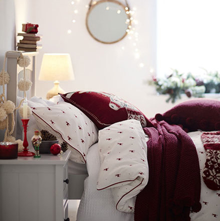Red and white Christmas bedding