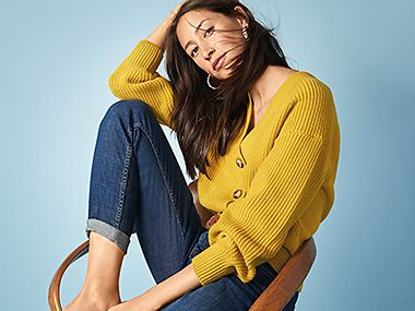 Woman wearing a mustard chunky-knit cardigan