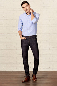 Man wearing skinny fit jeans