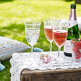 Picnic glasses with sparkle