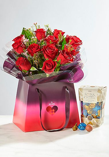 Shop rose gift bag with free chocolates