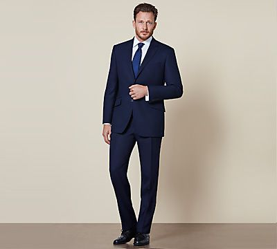 Man wearing regular suit