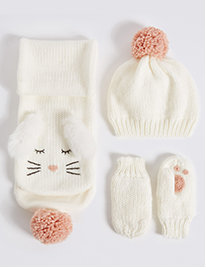 Cosy winter accessories