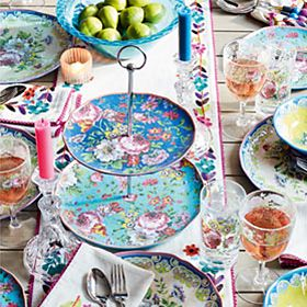 Picnic plates, picnic bowls and cake stand