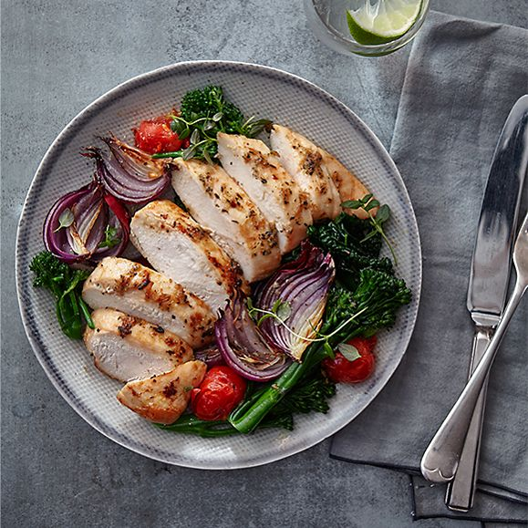 Chicken breast fillets with colourful vegetables