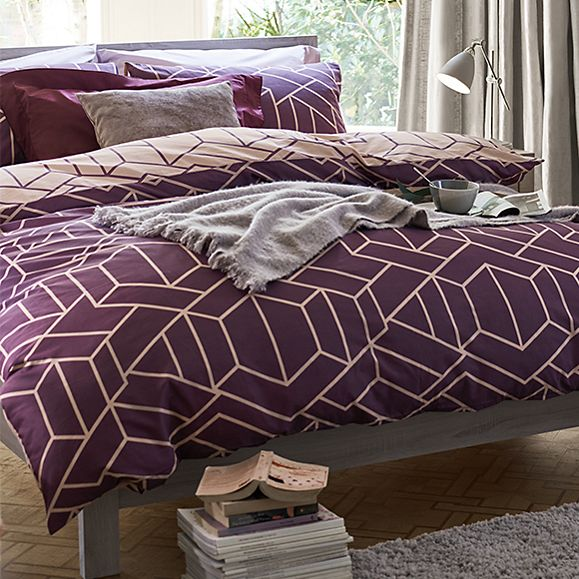 Geometric print reversible bedding in pink and aubergine
