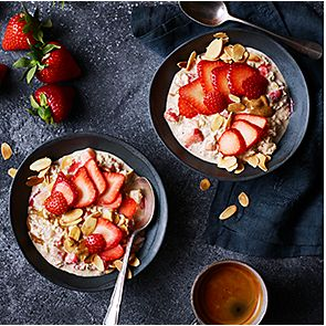 Bowls of strawberry and almond overnight oats
