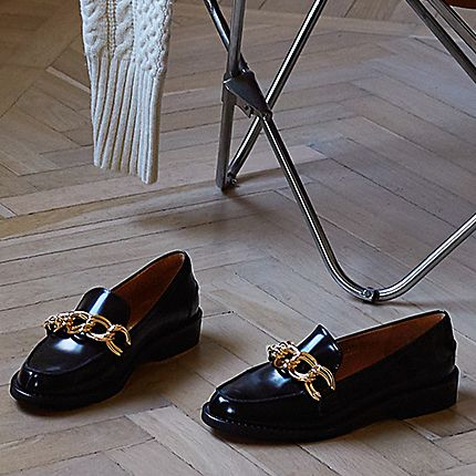 Black chain-detail loafers