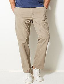 Man wearing regular fit chinos