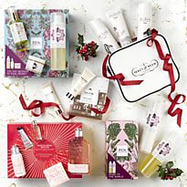 Arrangement of luxury beauty gifts
