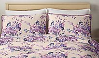 Patterned bedding on bed