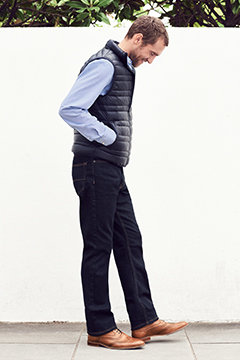 Man wearing regular fit jeans