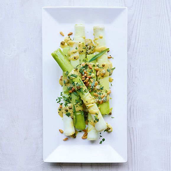 Leeks with tarragon vinaigrette recipe