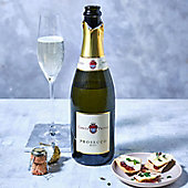 A bottle and glass of Conte Priuli prosecco