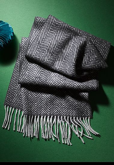 Men's cashmere scarf with zigzag pattern
