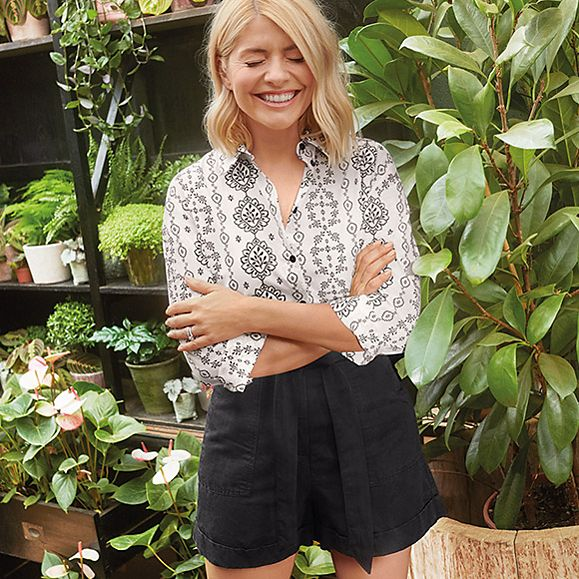 Holly Willoughby wearing a monochrome printed shirt and black linen shorts